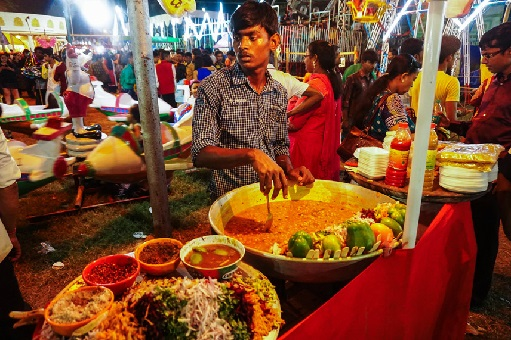 gorging-on-street-food-during-durga-puja-kolkata