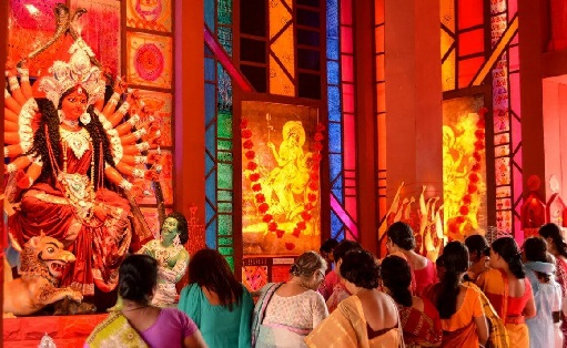 pandal-hopping-during-durga-puja-kolkata