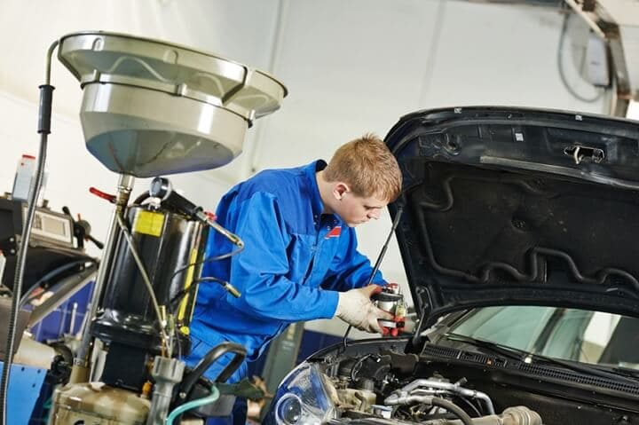 hiring a car mechanic