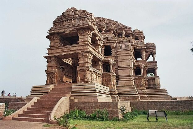 the 10th century nagda temples