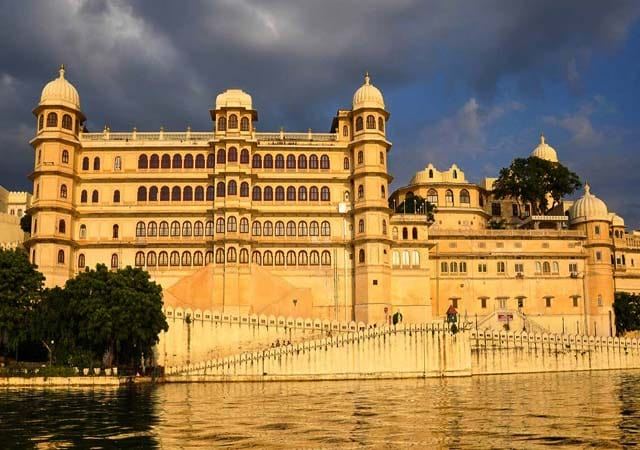 city palace tourist attractions in udaipur
