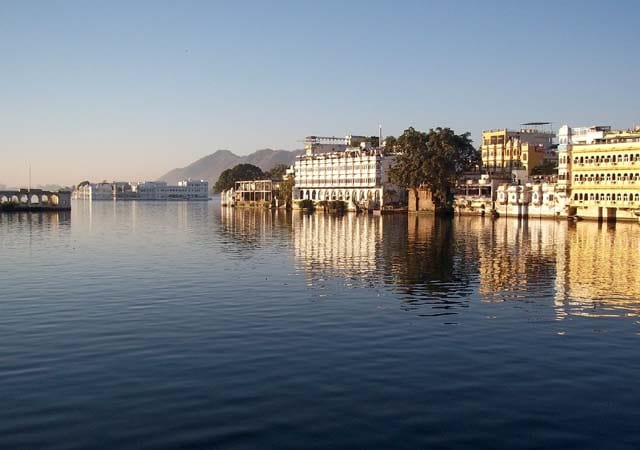 lake pichola tourist places in udaipur