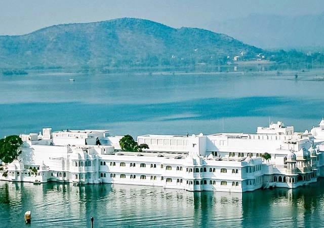 taj lake palace tourist places in udaipur
