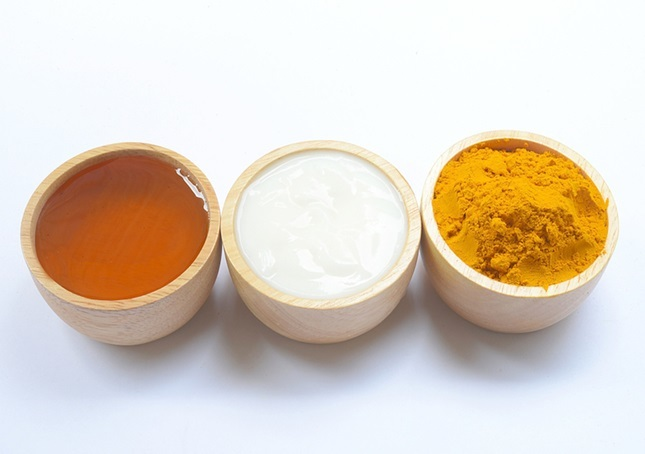 honey turmeric and yogurt mask