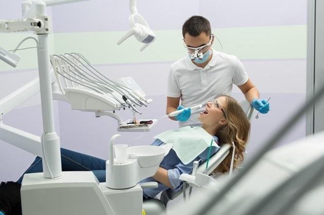 porcelain dental veneers benefits