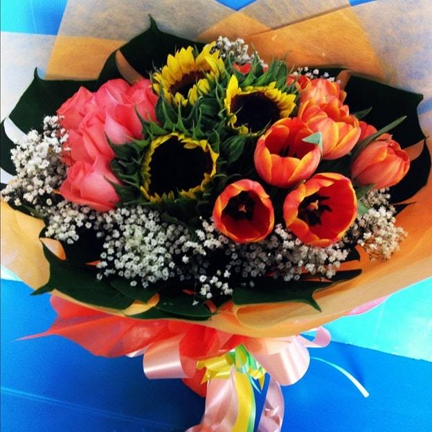 sunflowers and tulips bouquet