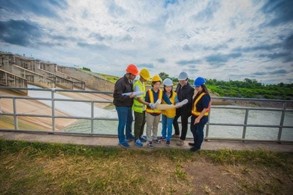 dam construction experts