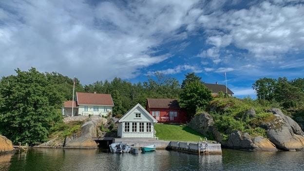 house beside river
