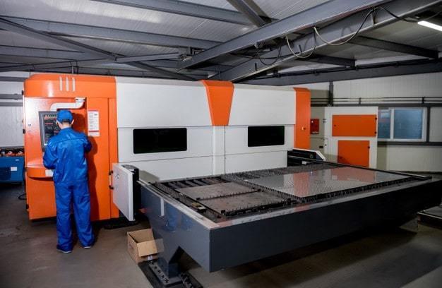 laser cutting machine cutting sheet metal